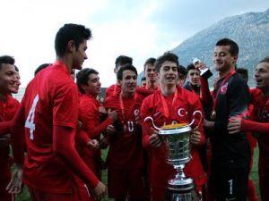 Ege Kupasının Şampiyonu Türkiye, Kupasını Aldı