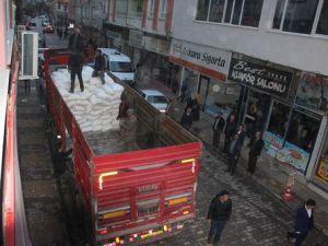 Kâhtadan Bayırbucak Türkmenlerine 1 Tır Yardım