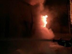 Nusaybinde Patlama: 1 Tır Yandı, Ev ve İş Yerleri Zarar Gördü