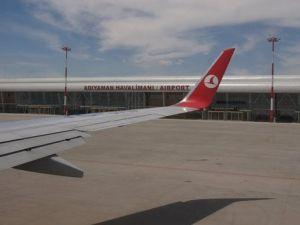 Uçak Malatyaya İndi Adıyamanda Mahsur Kalan Yolcular THY Tepki Gösterdi