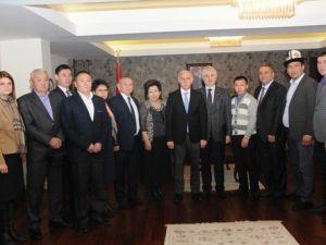 Kırgızistanlı Belediye Başkanları Vali Şahini Ziyaret Etti