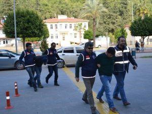 Piyasaya Sahte Dolar Sürmeye Çalışan 2 Kalpazan Tutuklandı