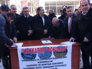 STKlar Valiliğin Yüksekovaya Taşınmasına Karşı İmza Kampanyası Düzenledi
