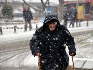 Edirnede Kar Yağışı Etkili Oluyor