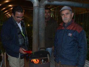 CHPli Budak, Zirai Don İhtimaline Karşı Çitçiyle Serada Nöbet Tuttu