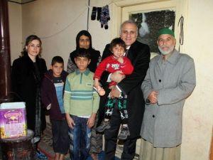 Suriyeli Aileleri Ziyaret Eden Vali Zorluoğlu Üçüzlere Altın Taktı