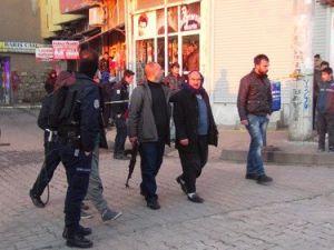 Siverekte Taşlı Sopalı Kavga: 3 Yaralı, 6 Gözaltı