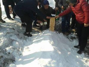 Donması Sonucu Ölen Sığınmacı Erzurumda Toprağa Verildi