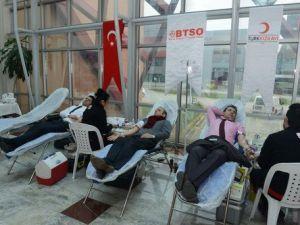 BTSO Üyeleri Kızılaya Kan Bağışladı
