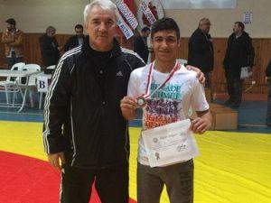 Özel Şehzade Mehmet Öğrencisi Güreşte Altın Madalya Kazandı