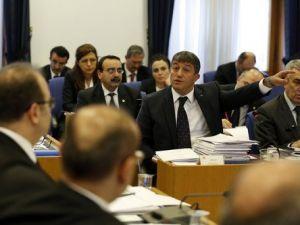 Bütçe Komisyonunda Milletvekilleri Arasında Elemanlarınız Gerginliği