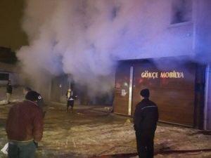 Mobilya İmalathanesinde Çıkan Yangın Korkuttu