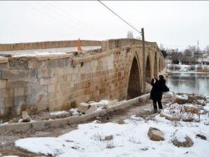 Tarihi Şahruh Köprüsüne Zarar-Onarım İncelemesi