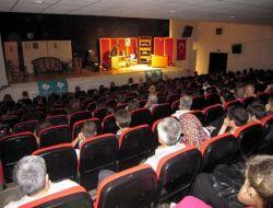 """Bandırma Belediyesi Tiyatro Topluluğu'ndan """"Otoyolda Piknik"""" Oyunu - Balıkesir"""