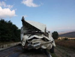 Otomobil Tarlaya Uçtu: 3 Yaralı - Samsun
