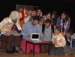 Fatih Tiyatro Topluluğu Tatvan'da Sahne Aldı - Bitlis