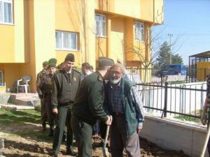 Jandarma Yaşlıları Ziyaret Etti