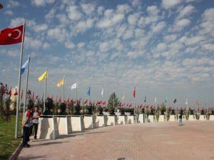 Türk Büyükleri Anıtları Yenilendi