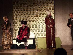 Düzce Belediyesi Şehir Tiyatrosu Perdelerini Açıyor