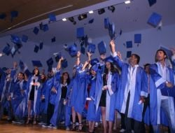 Hayırlı Sabancı Anadolu Lisesinde Mezuniyet Sevinci