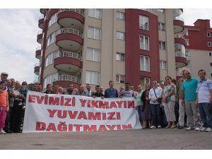 Trabzon'da Kanuni Bulvarı'nın Yapımı İçin Yıkılacak Sitenin Sakinlerinden Tepki