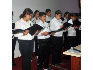 Öğrenciler Ata'yı Oratoryo İle Andı