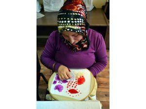 Kasnak Üzerine İşlenen El İşleri Ev Hanımlarına Ek Gelir Sağlıyor