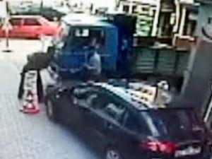 Oto Hırsızları Güvenlik Kamerası Yardımıyla Yakalandı