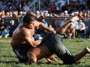 Kumlucada Yağlı Pehlivan Güreşlerini Recep Kara Kazandı