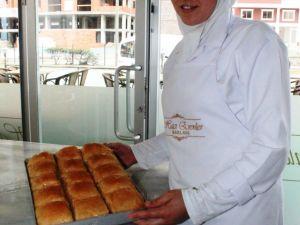 Adını Yöre İnsanından Alan Börek Görünümlü Tatlı: Laz Böreği