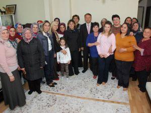 Başkan Karabalık, 15 Bayana Ak Parti Rozeti Taktı