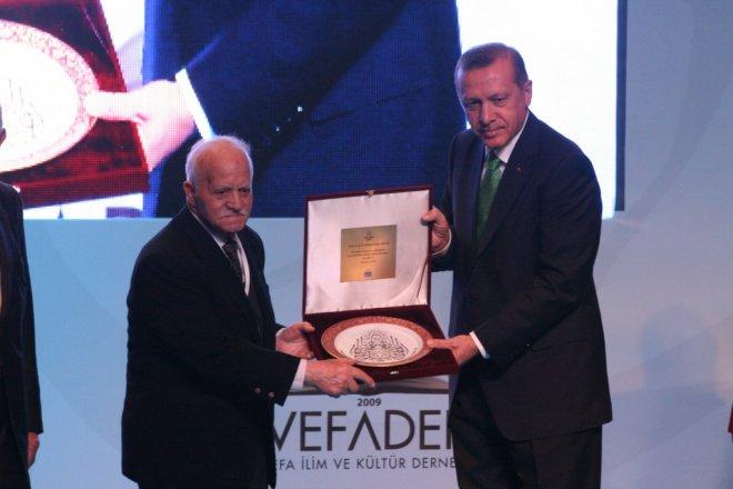 Başbakan Erdoğan, İlim Yayma Vakfı'nın 40. Yıl Programına Katıldı