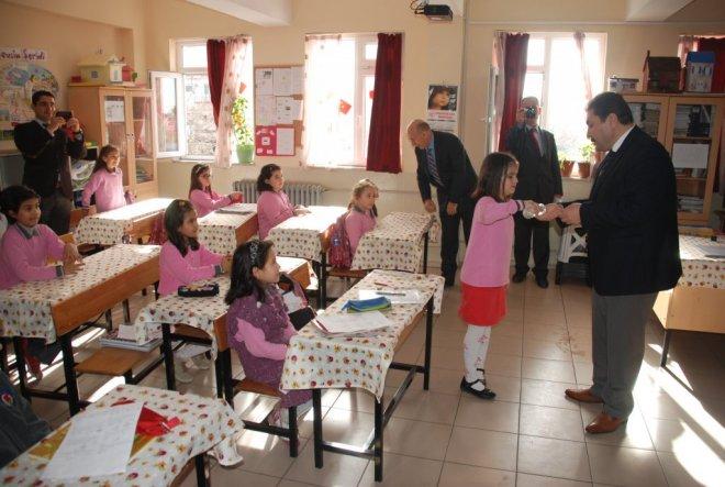 Edremit'te 22 Bin Öğrenci Karne Aldı
