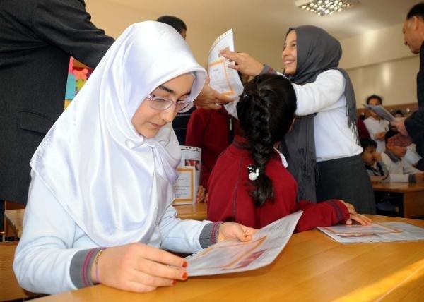 Gaziantep ve Şanlıurfa'da Karne Sevinci