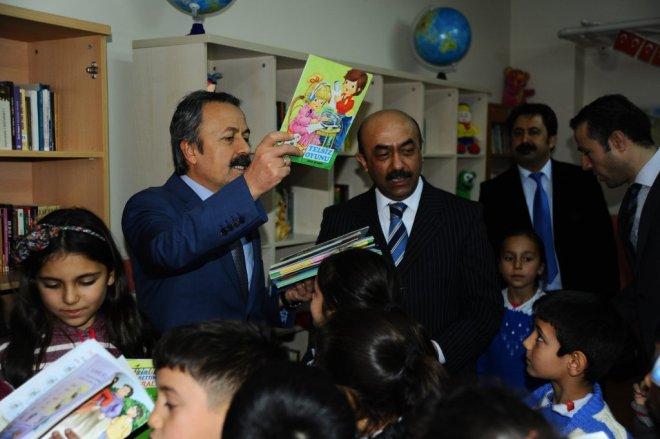 Köy Okullarına Kitap ve Oyuncak