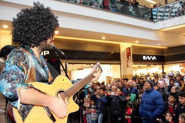 """""""Retrobüs"""" Gurubu'ndan Erzurum'da Pop Ziyafeti"""