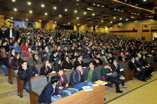 Gaziantep'te Üniversiteye Hazırlananlara Konferans