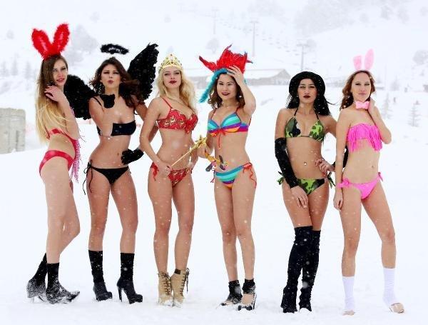 Kar Altında Bikini Defilesi