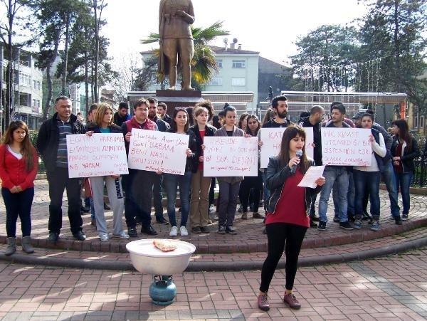 Üniversite Öğrencilerinden Makarnalı Protesto
