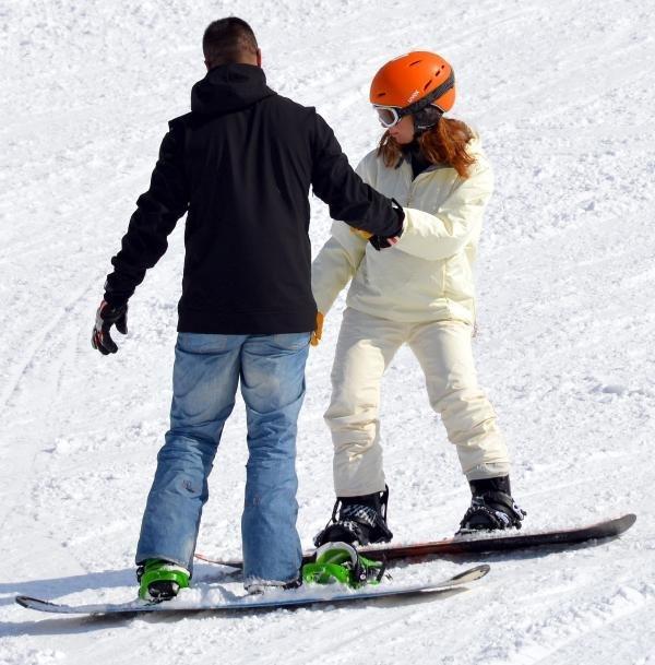 Özge Özder, Palandöken'de Snowboard Öğreniyor