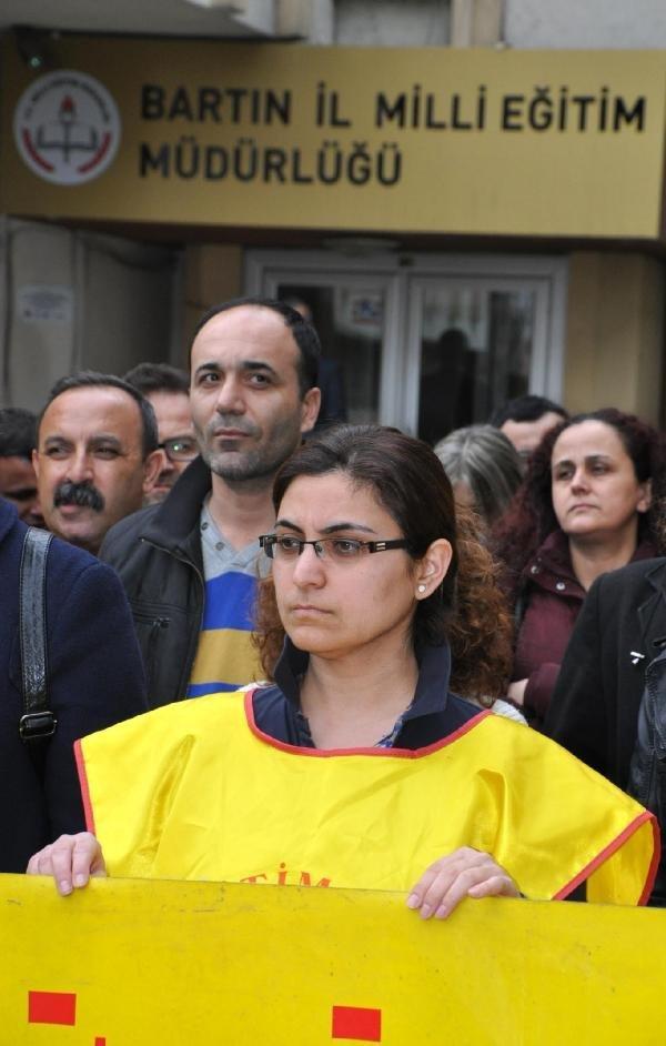 """Sopalı Nöbete Tepki Gösteren Öğretmene """"Kınama"""" Cezası"""