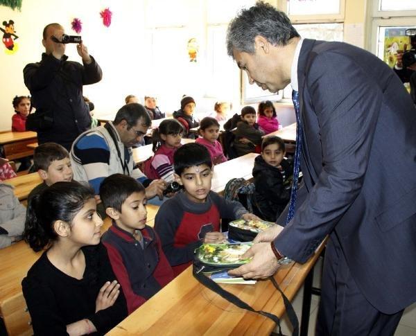 Siverek'te Suriyeli Öğrencilere Kırtasiye Yardımı