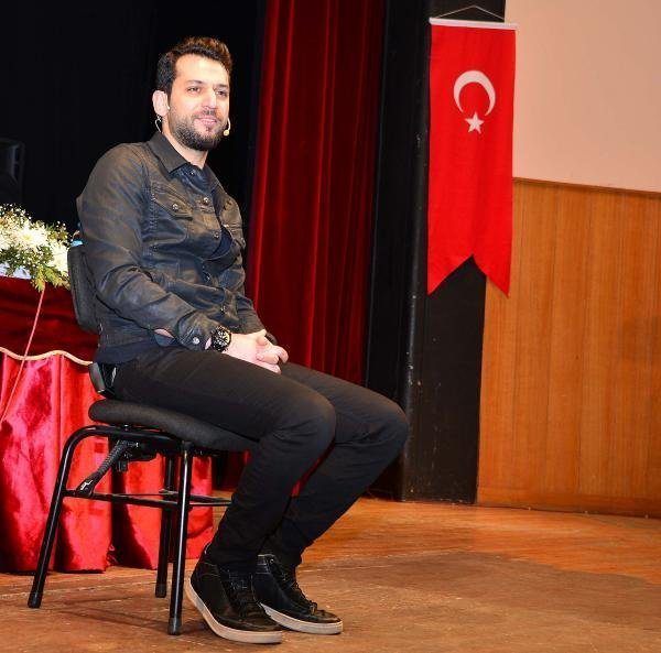 """Dizi Oyuncu Murat Yıldırım; """"Oğlun Çatır Çatır Öpüşüyor Anne"""""""