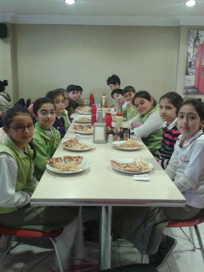 Mehmet Döğme Koleji'nden Kitap Okuyan Öğrencilerine Pizza
