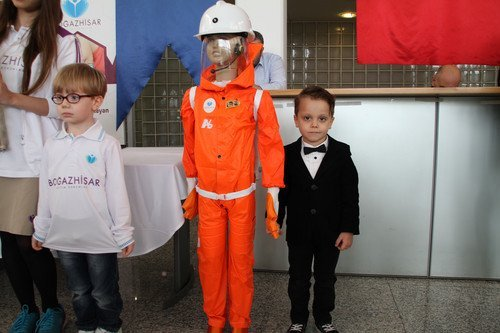 Beş Yaşındaki Dahi Öğrenci, Özel Madenci Giysisi Tasarladı
