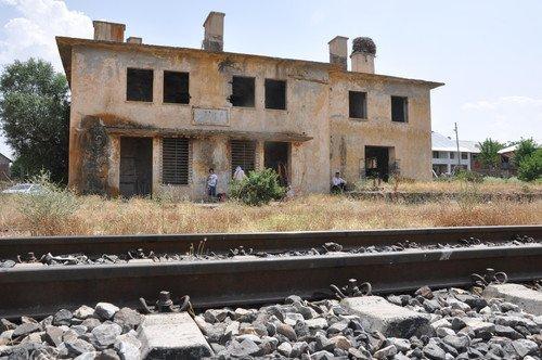 Muş'ta Yük Trenine Bombalı Saldırı