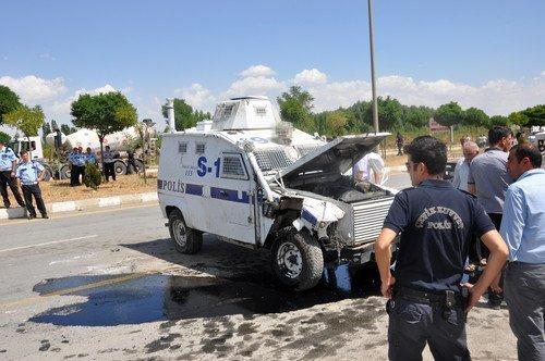 Zırhlı Araç, Pikaba Çarptı: 2'si Polis 4 Yaralı