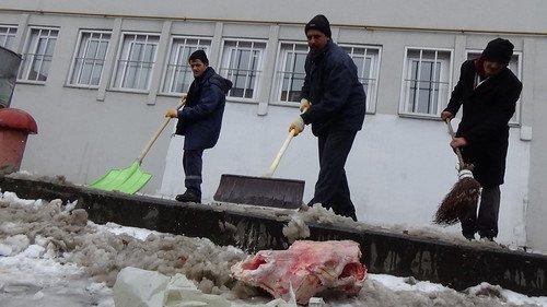 Kars'ta Öğrencilerin Kartopu Keyfi