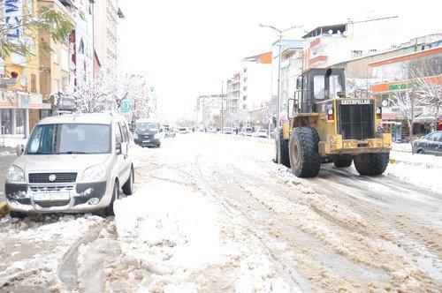 Muş'ta Etkili Kar Yağışı Nedeni ile 30 Köy Yolu Ulaşıma Kapandı