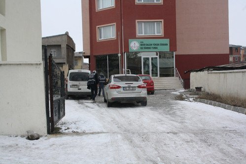 Kars'ta, Sokak Çocukları ve Öğrenciler İçin Projeler Üreten Derneklere Baskın